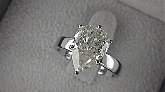 2.82 Carat Pear Diamond Solitaire Ring in 18 kt White Gold
