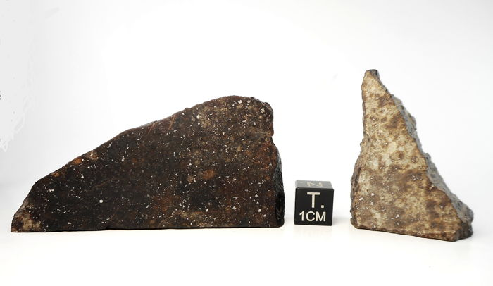 Set of two meteorite, NWA XXX, chondrite analyse L5-6, W3 - 44.1 g. NWA XXX, Type L - 23,5 g.