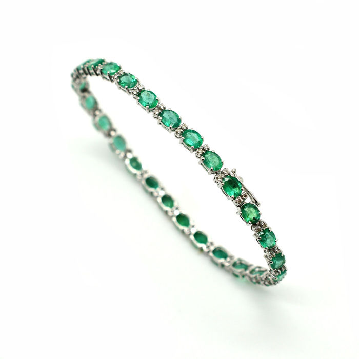 Tennis bracelet in 18 kt gold with emeralds and brilliant cut diamonds, 9.30 ct in total - length: 18 cm