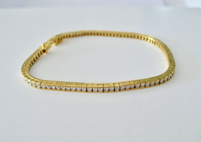 750 yellow gold tennis bracelet decorated with a line of 92 diamonds - Bracelet length (cm): 18 cm