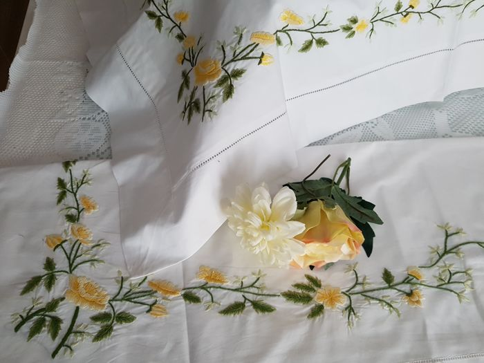 Spectacular percale cotton sheet with hand-stitched embroidery - Cotton - AFTER 2000