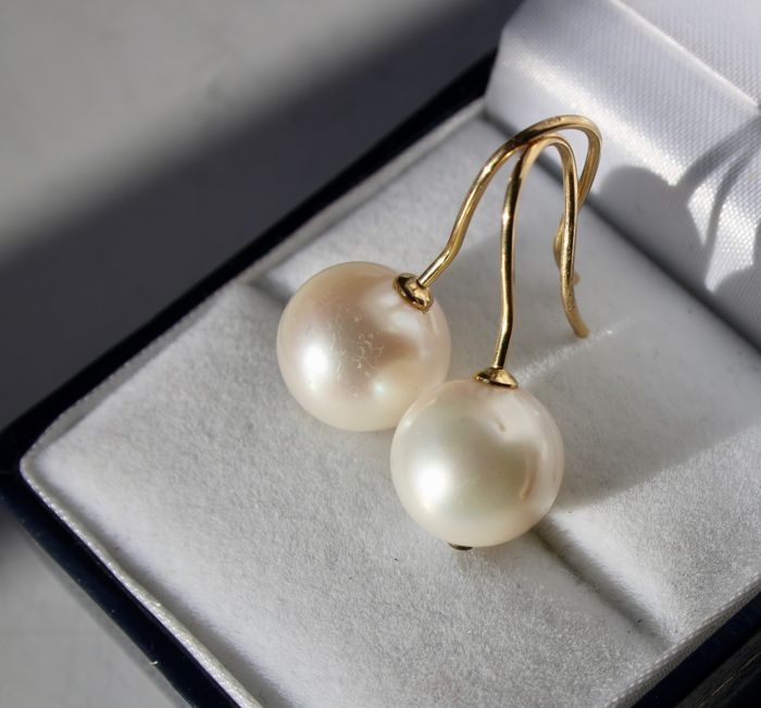 18kt/750 Gold earrings with natural cultivé pearls approx. 11.4mm