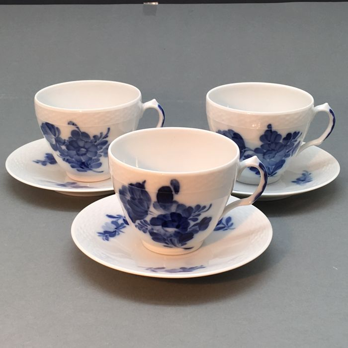 Royal Copenhagen - Three cups and saucers 'Bla Blom', hand painted