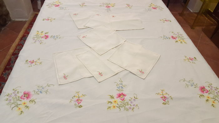 Square tablecloth entirely made by hand in cross stitch and hemstitch - 120 x 120 cm - NO RESERVE