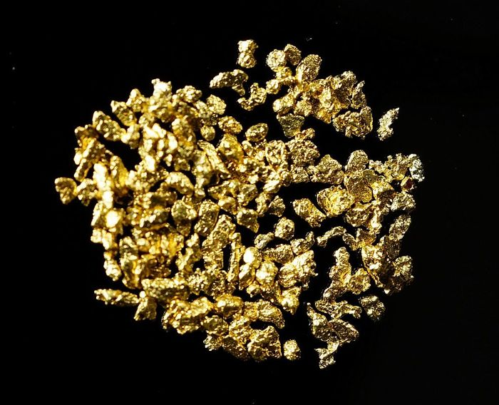 Natural Gold nuggets and flakes lot - genuine Alaskan Gold - approx 0,1 - 0,2 cm - 0,6590 g - 3,295 ct total