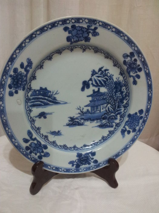 Porcelain plate in good condition with Christie's certificate - 18th century