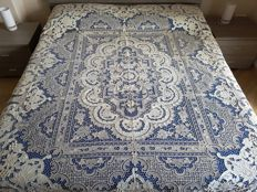 Museum-quality bedspread, 100% pure linen with Venice Burano embroidery, 13 bunches, entirely handmade