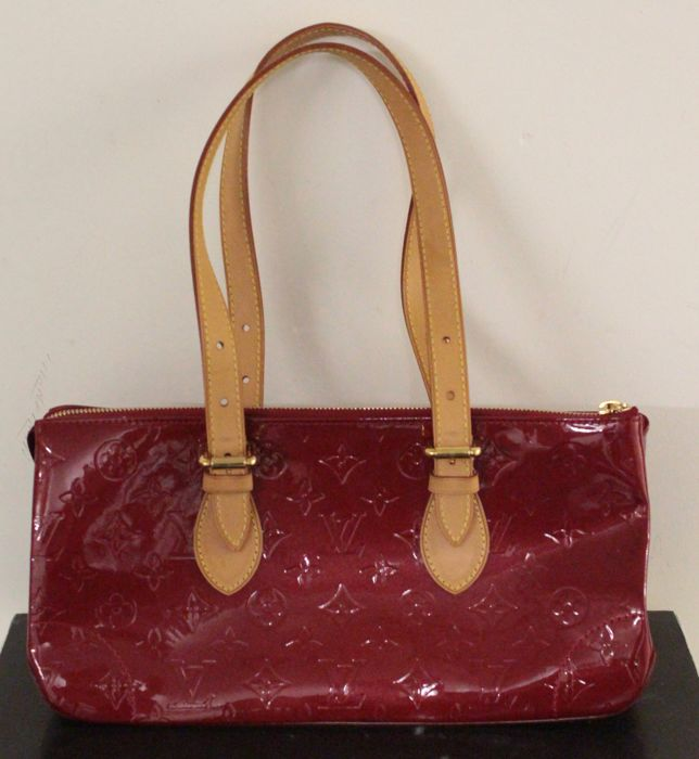 Louis Vuitton - Rosewood Monogram Avenue Red Patent Leather/Vernis  Sac en bandoulière