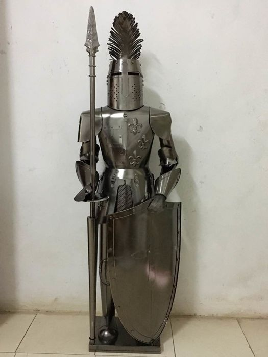 Wine bottle holder in the shape of a knight made of sheet metal, 1,38 m