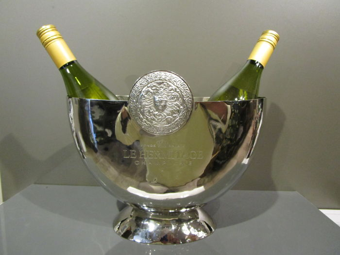 "Beautiful oval wine or champagne cooler, depicting medusa and ""Le Hermitage"" - silver plated - XX Century"
