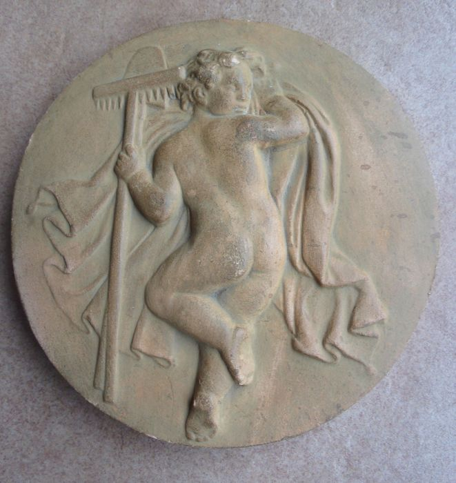 Medallion plate in terracotta 'putti worker' - France - end of the 19th - early 20th - coat of arms