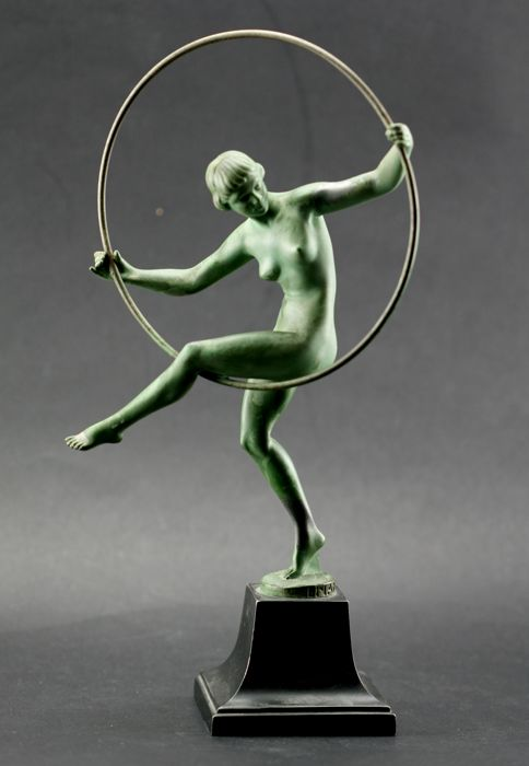 Briand, Max le Verrier - Young naked woman with a hoop - Art Deco statue