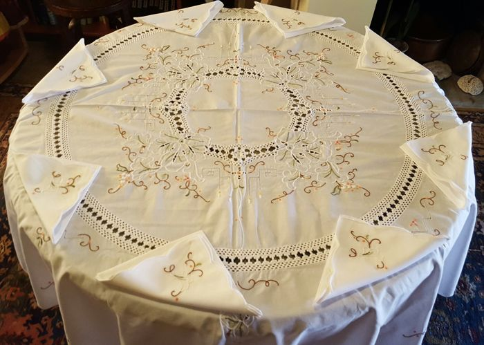 Very large round tablecloth handmade embroidery, crochet and hemstitch - 8 large napkins - 160 cm in diameter - NO RESERVE