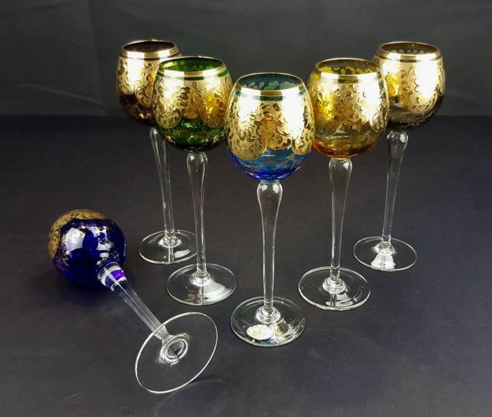 Cristal T Murano - 6 crystal chalices with long stem, bicoloured with floral garland decorations in 24 kt gold relief