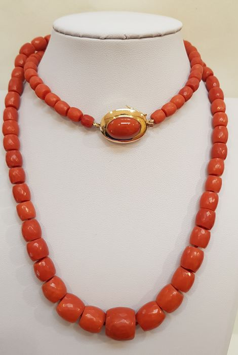 Necklace made of Sciacca coral from Sicily with 18 kt gold clasp