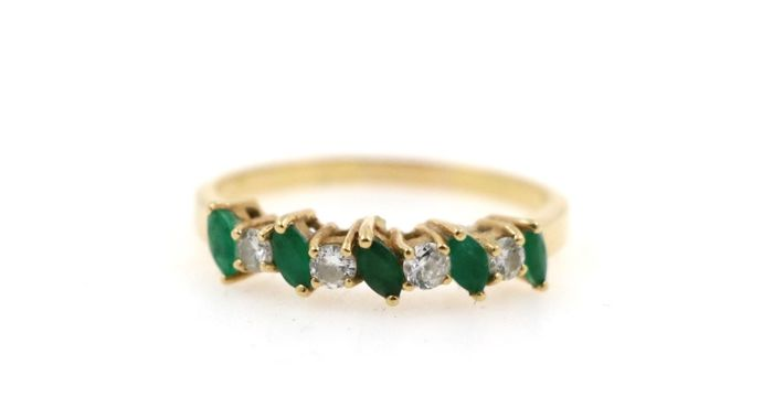 18 kt yellow gold ladies' ring with a total of 0.40 ct diamonds and 1.0 ct emeralds - ring size: 60 - free size adjustment