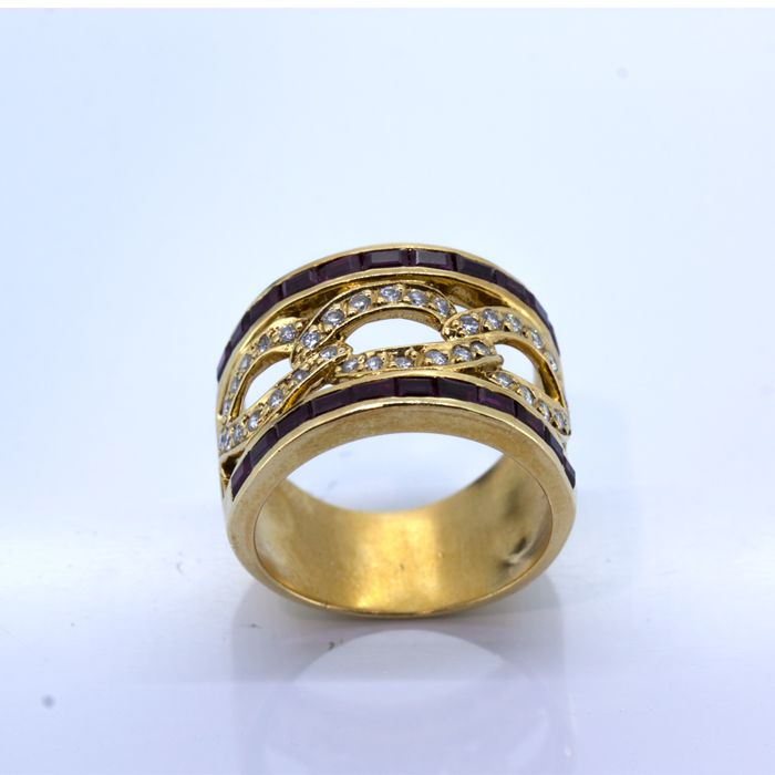 Gold cocktail ring with rubies and brilliants