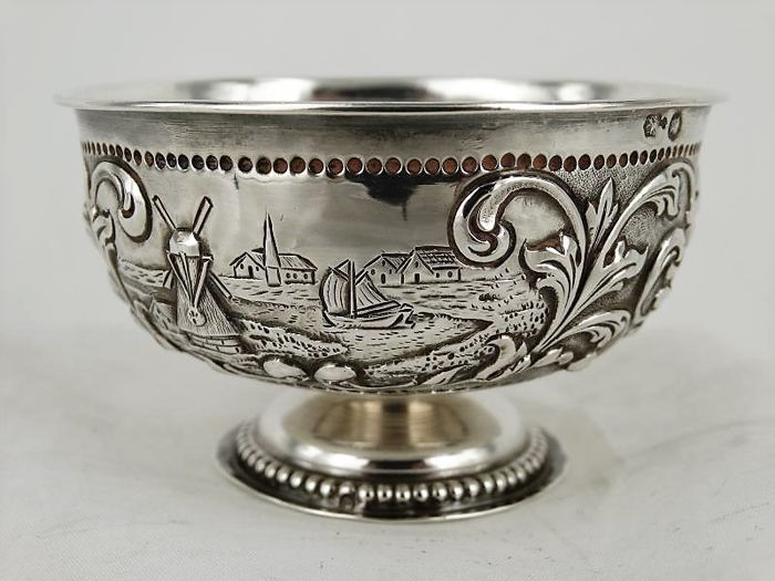 Silver cream bowl with a cream spoon, cream bowl P. Hovingh, Nieuwe Pekela, 1840