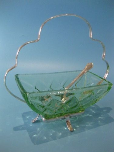Silver plated centrepiece basket, decorated with an openwork