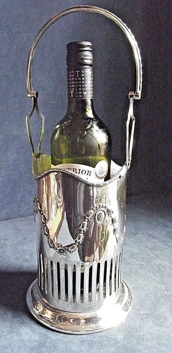 Elegant bottle holder with handle, richly decorated, Regency style, by Needham, Veall & Tyzach c. 1910