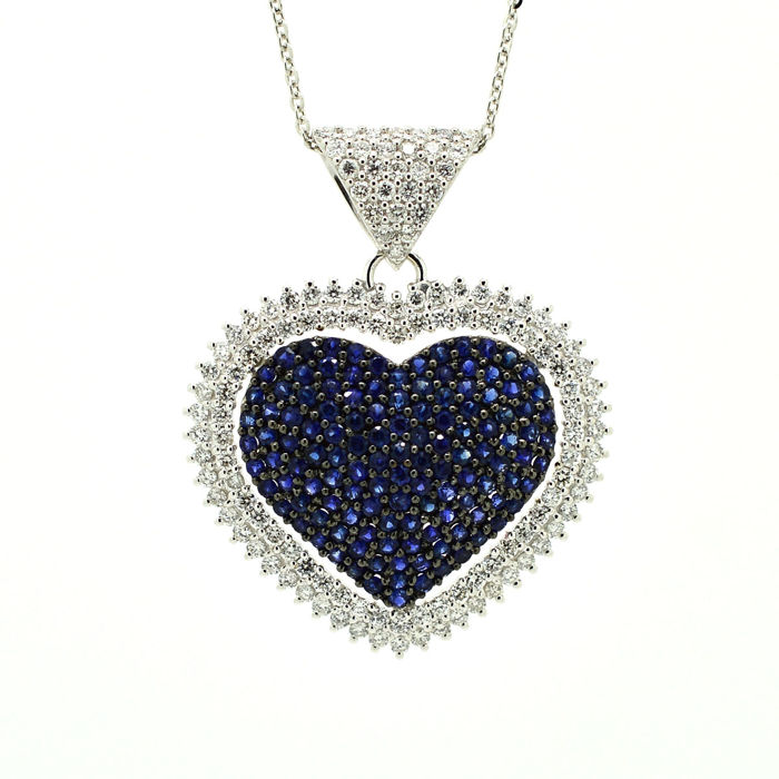 Necklace and heart pendant with sapphires and brilliant cut diamonds totalling 3.50 ct – 18 kt white gold – Necklace: 45 cm