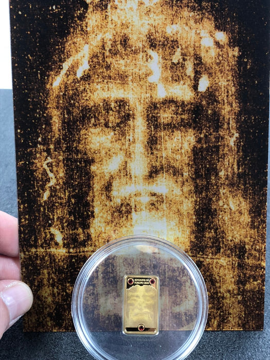 25 dollar - Cook Islands - Shroud of Turin 2010 - 4 grams 999 9 gold - with  3 Red Swarovski crystals - PP - Edition 2,000 pieces - Catawiki