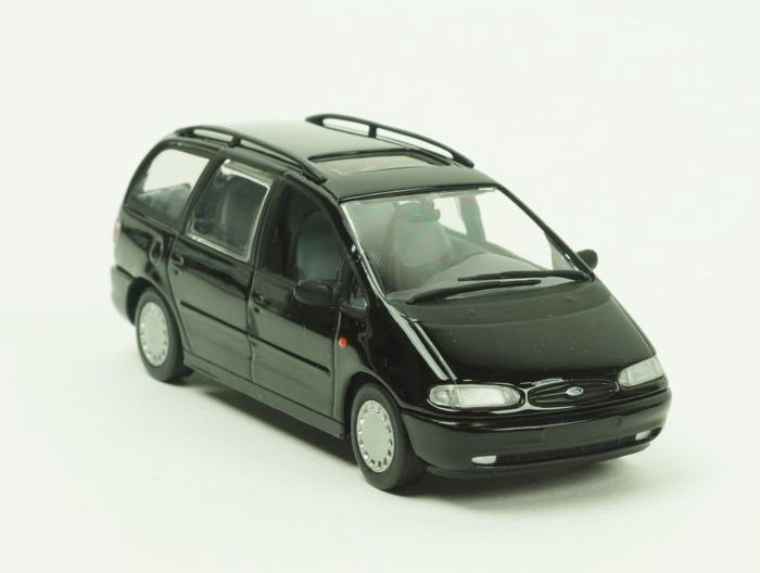 MiniChamps - 1:43 - Ford  - Galaxy 1995 Zwart