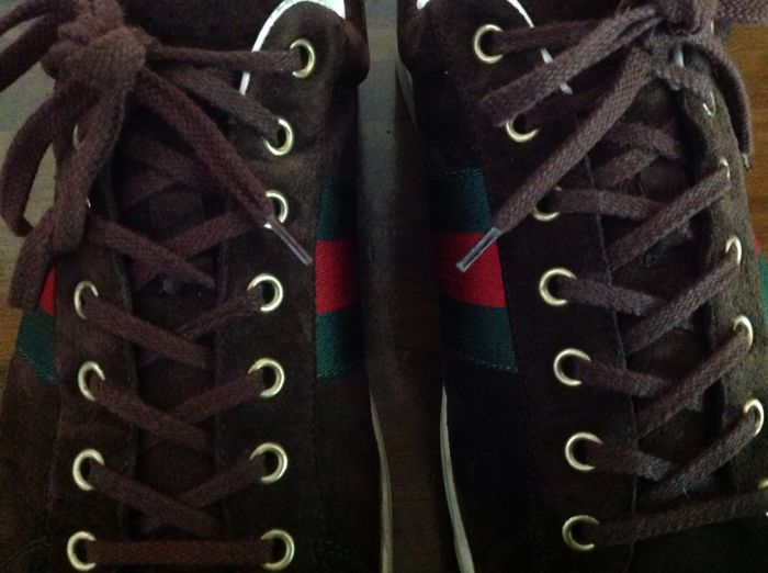 aabe2d7ce1b Gucci - Suede Low Top Sneakers with Croc Detail. - Catawiki