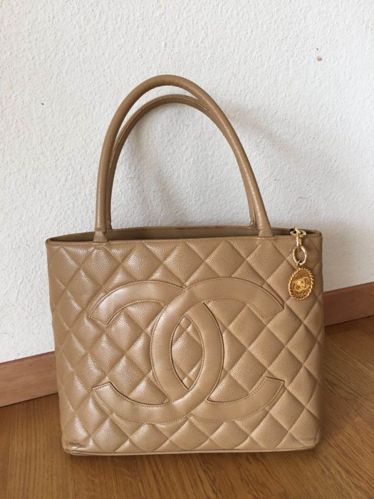 Chanel medallón bag