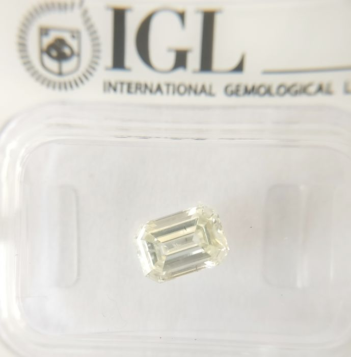 1.03 ct Emerald cut diamond I SI1