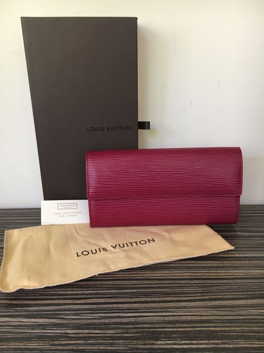 Louis Vuitton - Epi Sarah Wallet