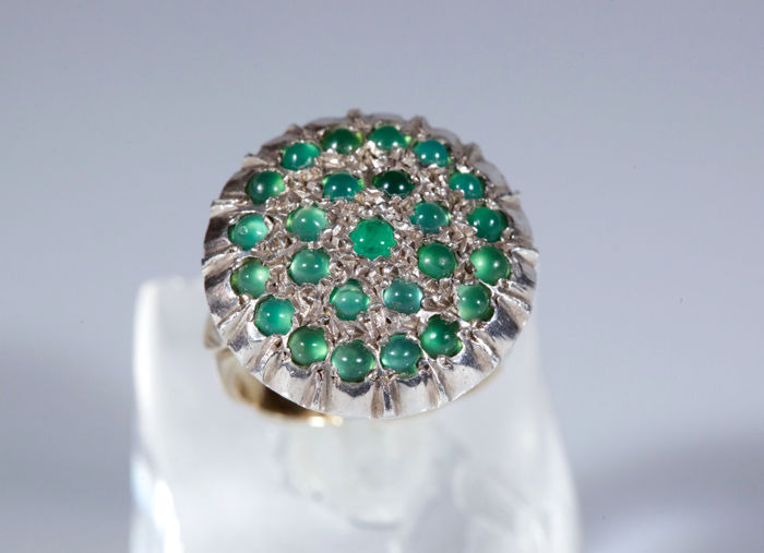 Ring in 18 kt yellow and white gold with 25 round emeralds