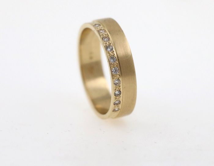 14 kt yellow gold ladies' ring with 0.20 ct of diamonds - ring size: 55 (EU) - free size adjustment