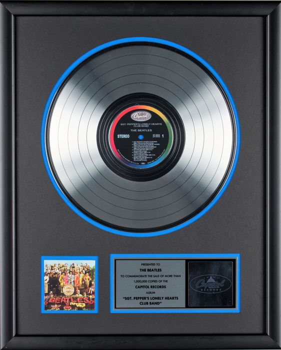 The Beatles : Sgt. Peppers Lonely Hearts Club Band - Platinum Record Award - Presented To The Beatles