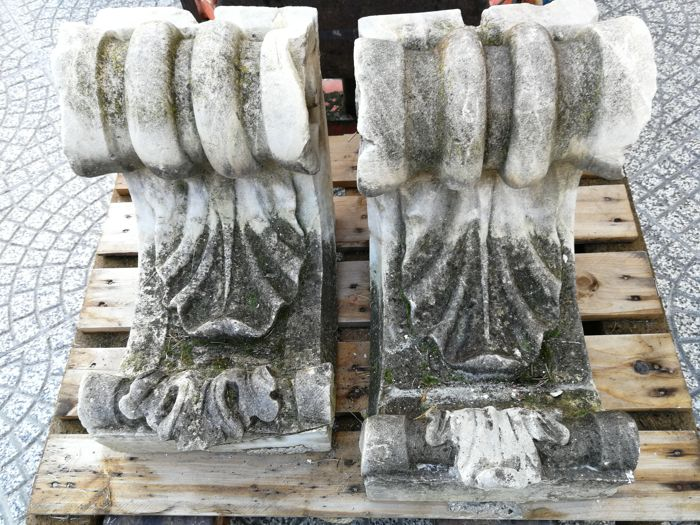 Pair of antique marble dust capitals - Italy - 19th century