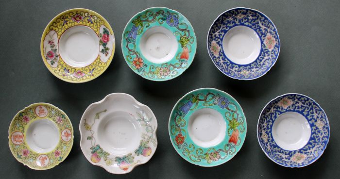 Lot of 7 little bowls - With 'various subjects' - China - late 19th/early 20th century