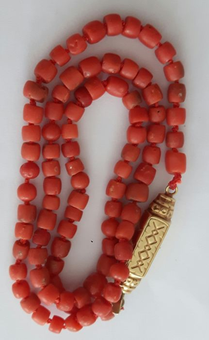 Necklace made of 100% natural antique precious coral with a 14 karat gold bar clasp.