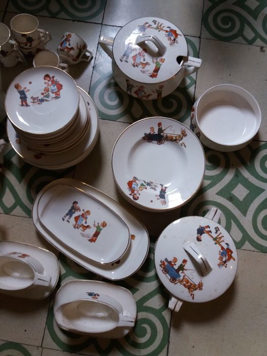 Max Roesler, Rodach - German children's large dinner and coffee set