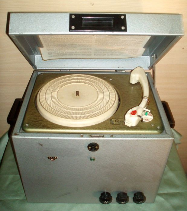 Very rare: Amroh Trio Track record player manufactured by acoustical trade company nv built-in tube amp.