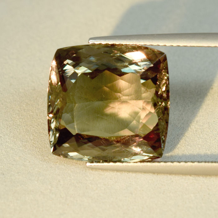 Colour Change Diaspore – 19.71 ct