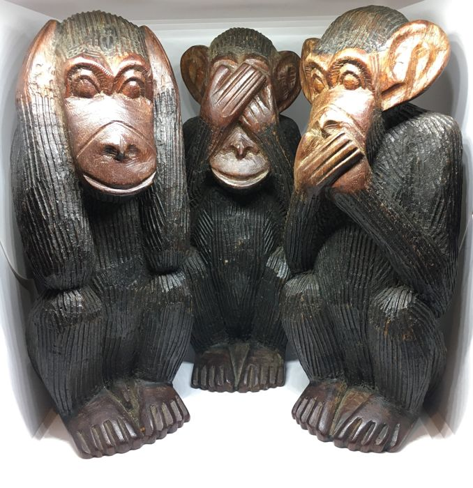 "Vintage Large Chinese Cinnamomum camphora wood carving 3 ""Three Wise Monkeys--Hear no evil, Speak no evil, See no evil"" statues - China - second half 20th century"