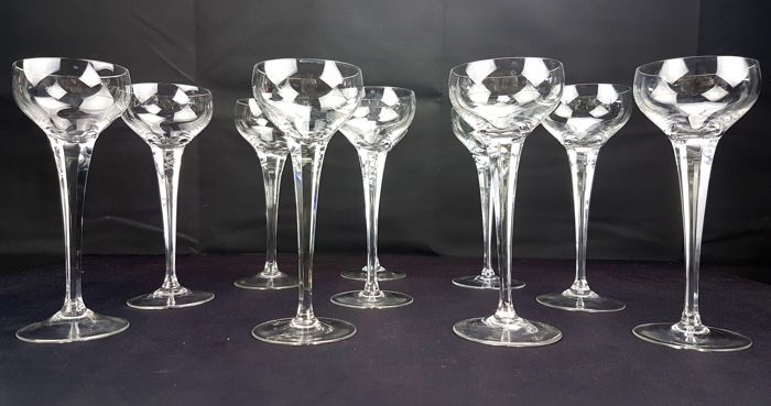 Baccarat - 9 glasses with a high faceted stem in beautiful cut crystal - model S.898