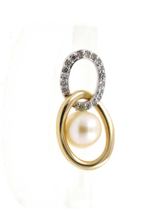 14 kt yellow and white gold pendant with Akoya pearl and total of 0.40 ct diamonds - pendant size 12.71 x 25.00 mm