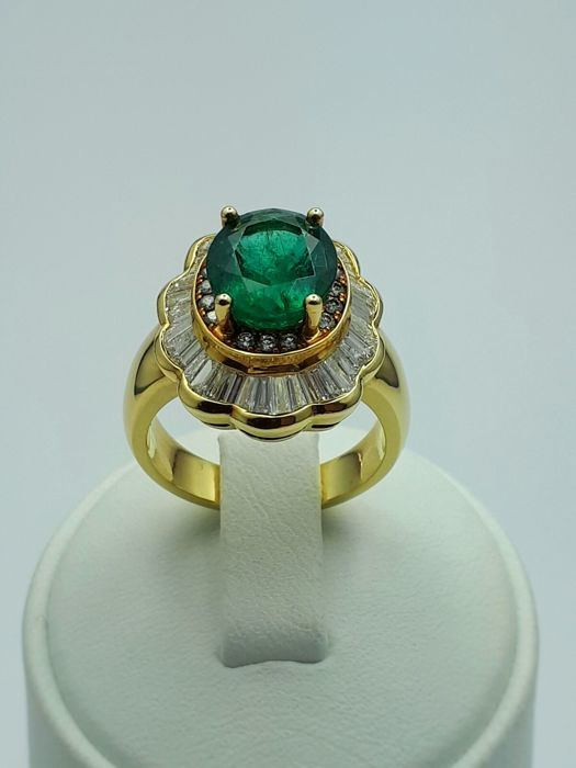 Emerald Ring With Diamonds, 18 Ct Yellow Gold