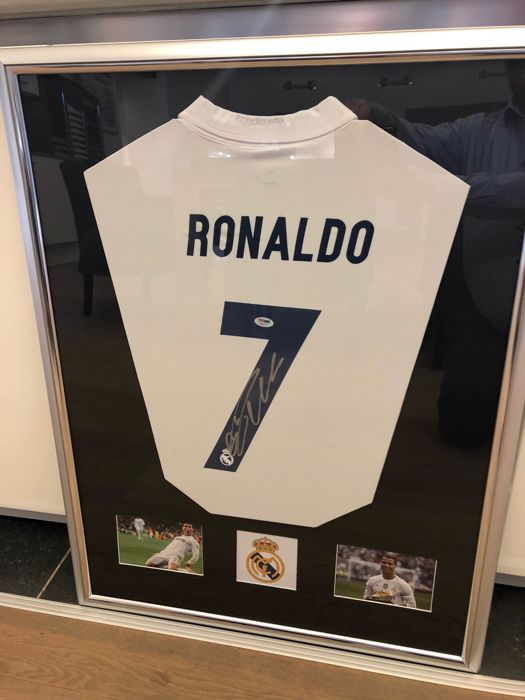 new styles 79eb2 8a72e Cristiano Ronaldo original signed and framed Real Madrid Home Shirt with  Certificate of Authenticity in luxury frame - Catawiki