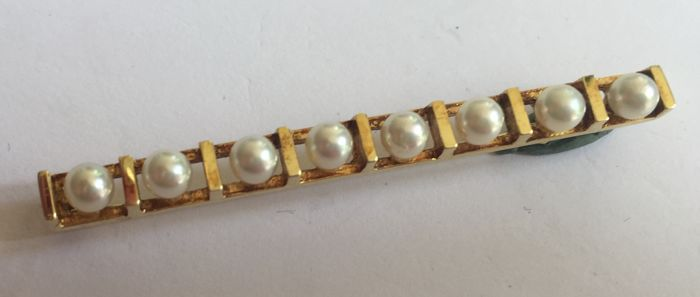 Gold brochette set with 8 Akoya cultured pearls of 3.5 mm