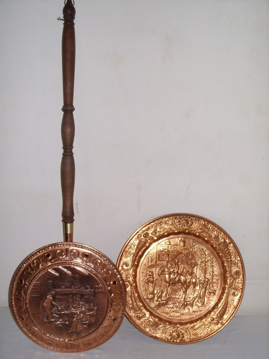 A decorative copper bassinoire and a copper plate & A decorative copper bassinoire and a copper plate - Catawiki