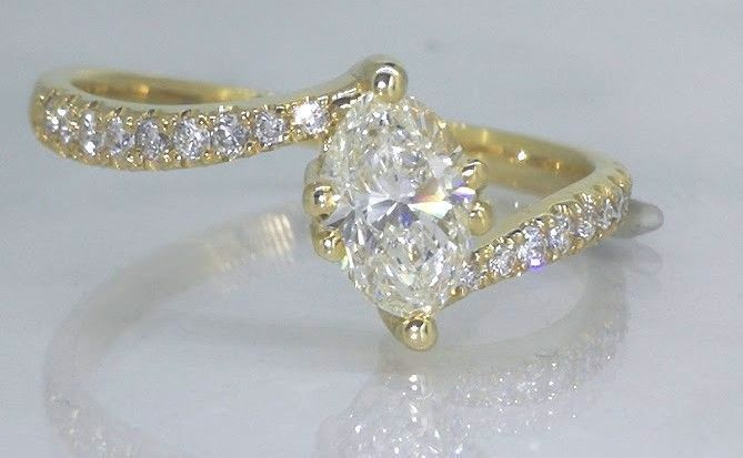 Diamond yellow gold ring marquise cut diamond with IGI certificate of 0.66 ct & 16 diamonds 0.86 in total***No reserve price***