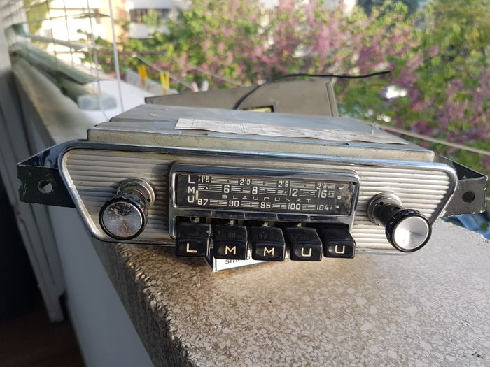 Blaupunkt Frankfurt classic car radio for Jaguar E-type and other classics from the 1960s