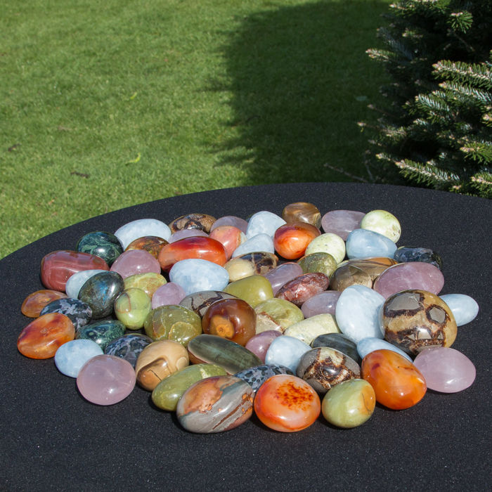 Large Lot of Madagascan tumble stones - 3.5 to 6.5 cm - 4110 g  (64)